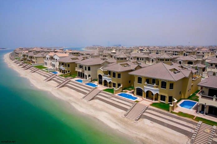Single-family homes at the Palm Jumeirah, Dubai, UAE